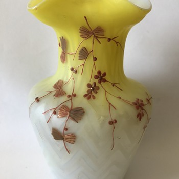Victorian herringbone satin glass vase with enameled decoration - Art Glass
