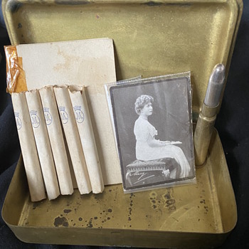 WW1 princess mary tin and contents  - Military and Wartime