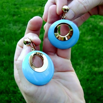 Sarah Coventry Earrings Rare - Bold Gypsy - Costume Jewelry