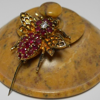Bee Brooch, Modern, Circa 20 Century - Costume Jewelry