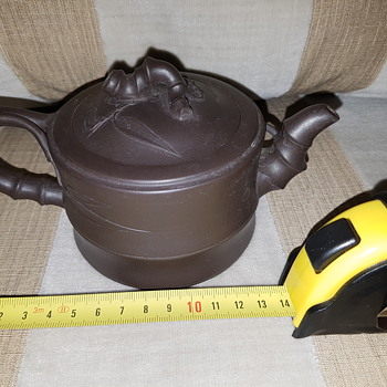 Chinese Yixing Teapot - makers mark - Pottery