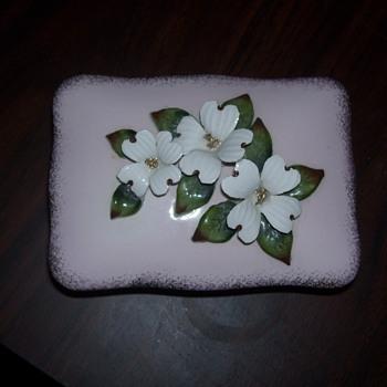 Antique or Vintage Porcelain or china box - Pottery