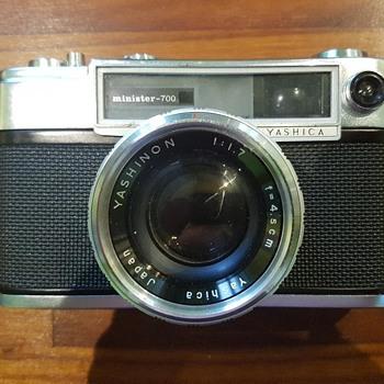 CAMERA -YASHICA MINISTER 700 1:1.7 - Cameras