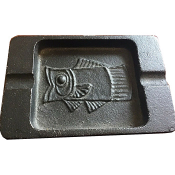 Japanese cast iron fish themed ashtray - Asian