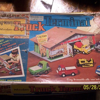 Brumberger co.  tiny town truck terminal - Toys