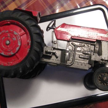 Massey-Ferguson 175 toy metal tractor