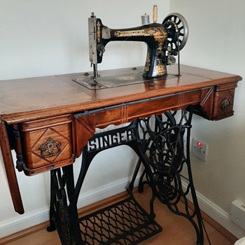Treadle Singer Sewing Machine - Sewing