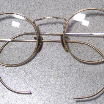 12KG.F. eyeglasses really beautiful work on the frame glass is + 1.75  - Accessories
