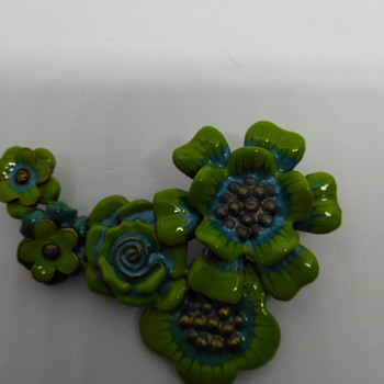 Green enameled flower pins - Costume Jewelry