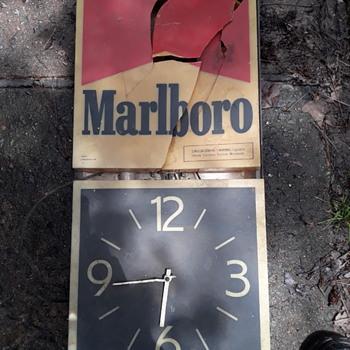 MARLBORO lighted clock (basket case) - Clocks
