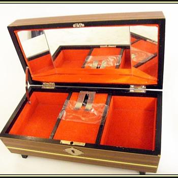 Vintage Jewelry box -- Musical - Fine Jewelry
