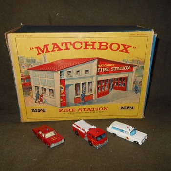 Many Mondo Matchbox Monday Gift Set G-5 Matchbox Fire Station 1966 - Firefighting