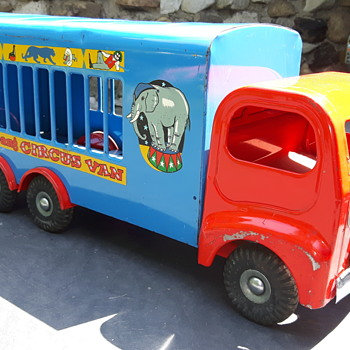 Tri-ang 307 Circus Van - Model Cars
