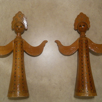 Russia? Wood figures of a women with headdress and embedded beads - Folk Art