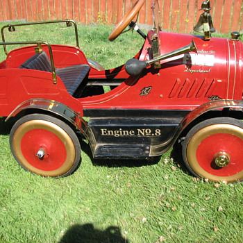 Limited Edition  (1907/2999) Pedal Fire Engine No 8 - Model Cars
