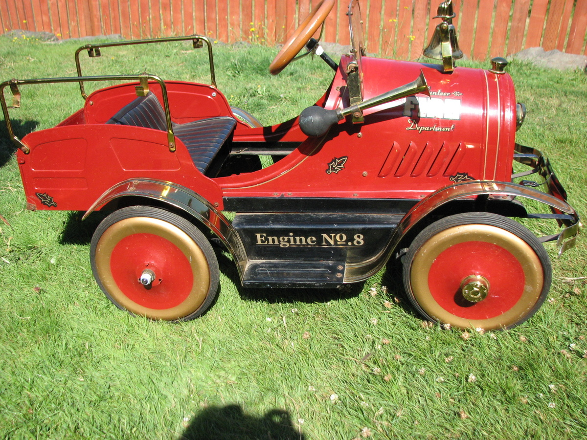 Fire Truck Pedal Car: Limited Edition (1907/2999) Pedal Fire Engine No 8