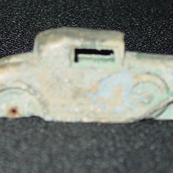 Small cast iron car - saved by its copper paint - Model Cars