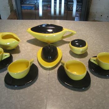 Deco/Art Modern tea service