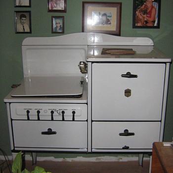Estate Stove Co Model HA4062TRW3 - Kitchen