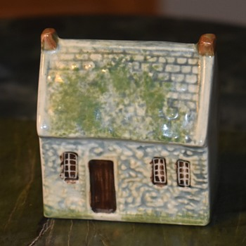 Porcelain Cottage - Figurines
