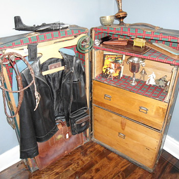 Indiana Jones Wardrobe Trunk - Furniture
