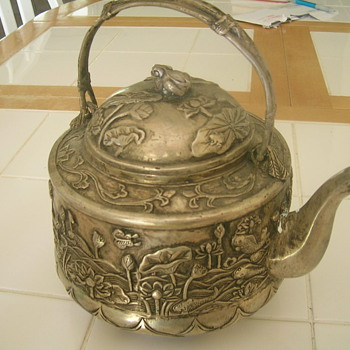 Can anyone help identifying this teapot tea kettle - Asian