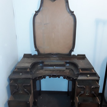 Antique dressing table - Furniture