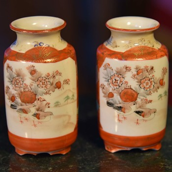 A bunch of miniature Kutani vases - box lot. - Asian