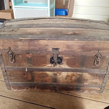Please tell me about this trunk!?!  - Furniture