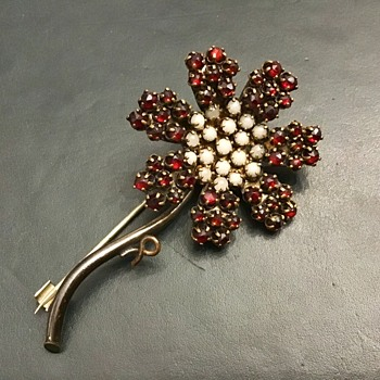 Bohemian garnet flower - Costume Jewelry