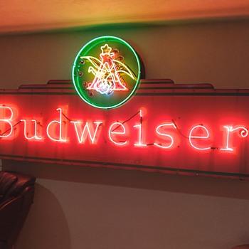 Budweiser V9 neon Kirn sign - Breweriana