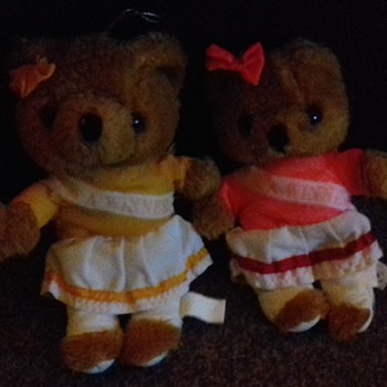Girl twins teddy bears bow, and I am winner banner on front