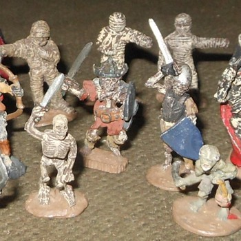 More 25mm Lead Figures 1980s For Dungeons and Dragons or Display - Toys