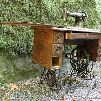 Singer Treadle Sewing Machine (1915)