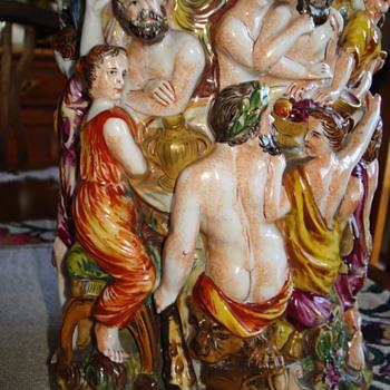 An elaborate multifigural Capodimonte vase - China and Dinnerware