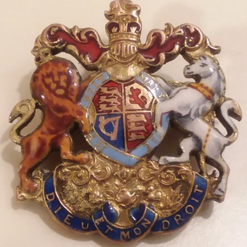 British coat of arms medallion  mystery - Medals Pins and Badges