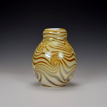 CHARLES LOTTON KING TUT VASE - Art Glass