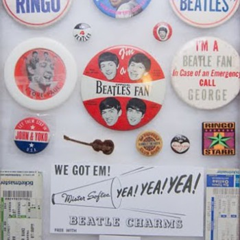 Beatles pins... - Music Memorabilia