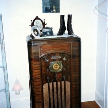 Sparton Radio Model #1288-p
