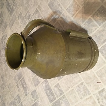 "10 quart can with ""drain"" - Tools and Hardware"