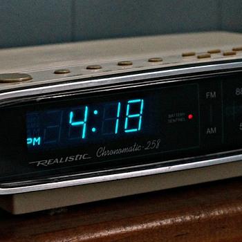 1988 Realistic Chronomatic 258 - Clocks