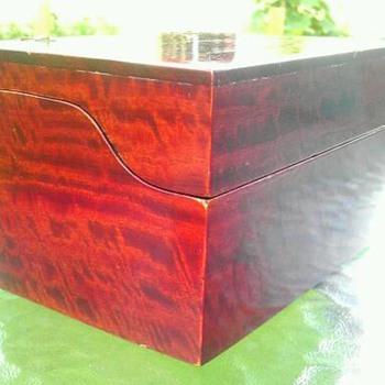 Mahogany veneered box - Fine Jewelry