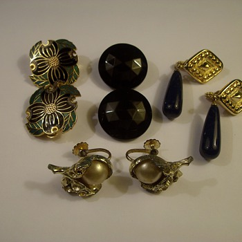 """More Vintage Costume Jewelry """"Earrings"""" - Costume Jewelry"""