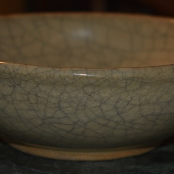 Chinese Crackle-Glazed Bowl - Signed, sort of? - Pottery