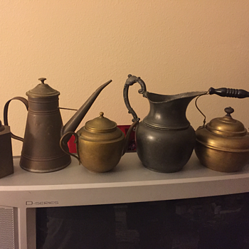 Tea pot or kettle identification needed. Age? Part of my collection. Pics added - Kitchen