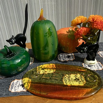 Blenko pumpkins Goebel cats - Art Glass