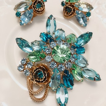 Rhinestone brooch earrings set. Is it Juliana? - Costume Jewelry