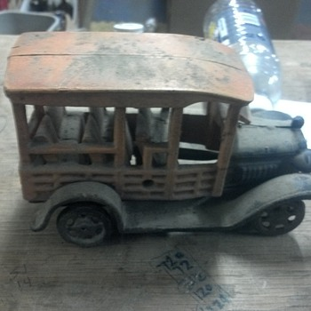 OLD metel truck with metel whells.. need help - Model Cars