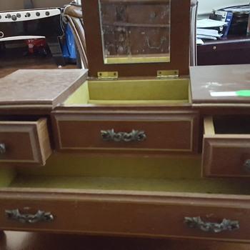 London leather jewelry box