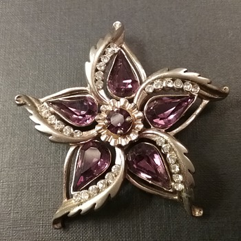 Barclay star flower brooch  - Costume Jewelry